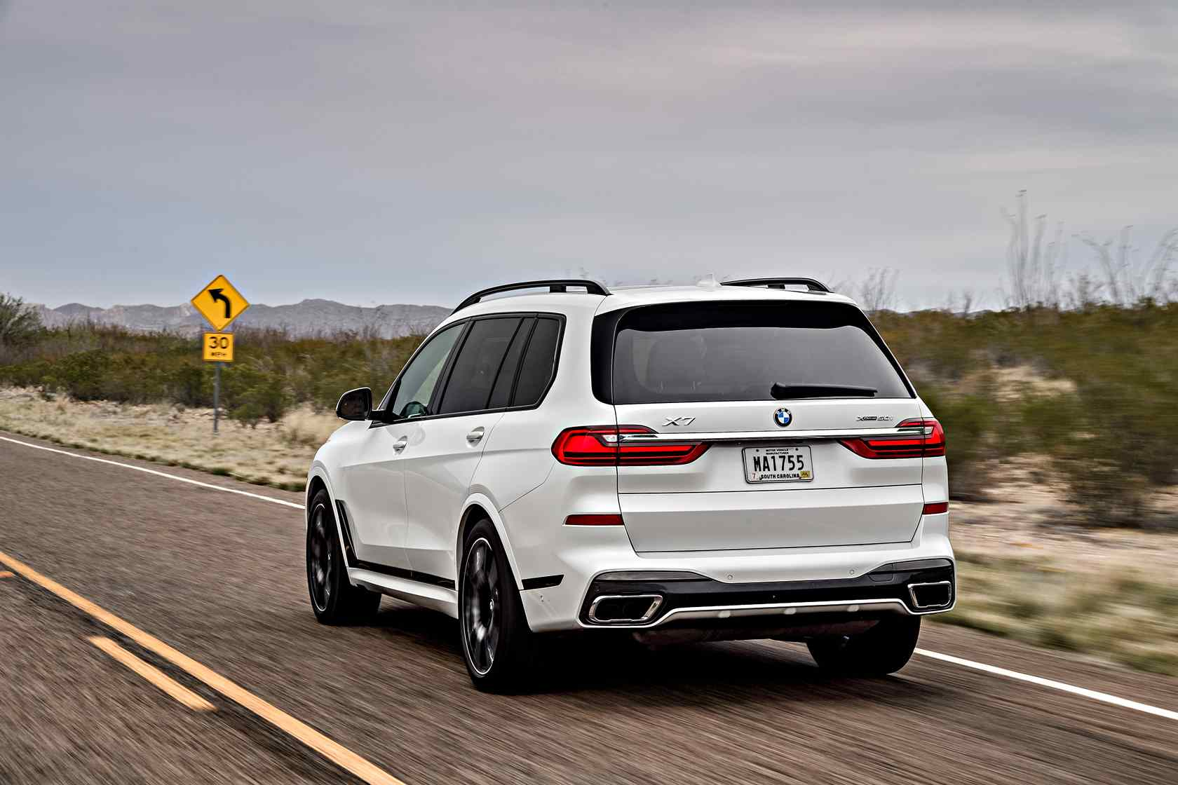 Suv With Third Row >> 2019 Bmw X7 First Drive Unexpected Agility In A 7 Seat