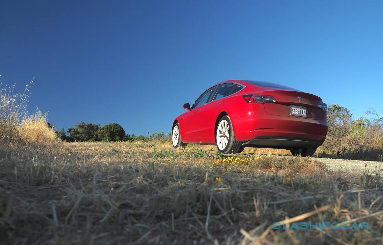 Tesla Autopilot upgrade deal aims to pacify pre-price-cut