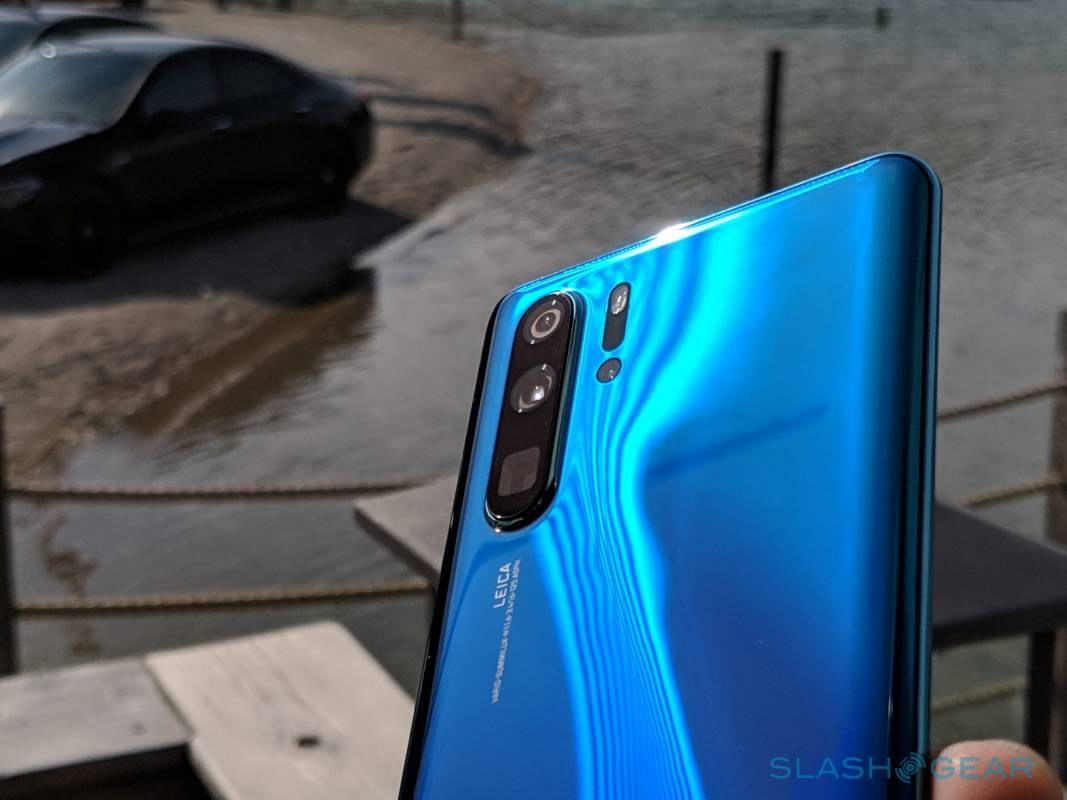 Why mega-zooms like the P30 Pro bring us closer to danger
