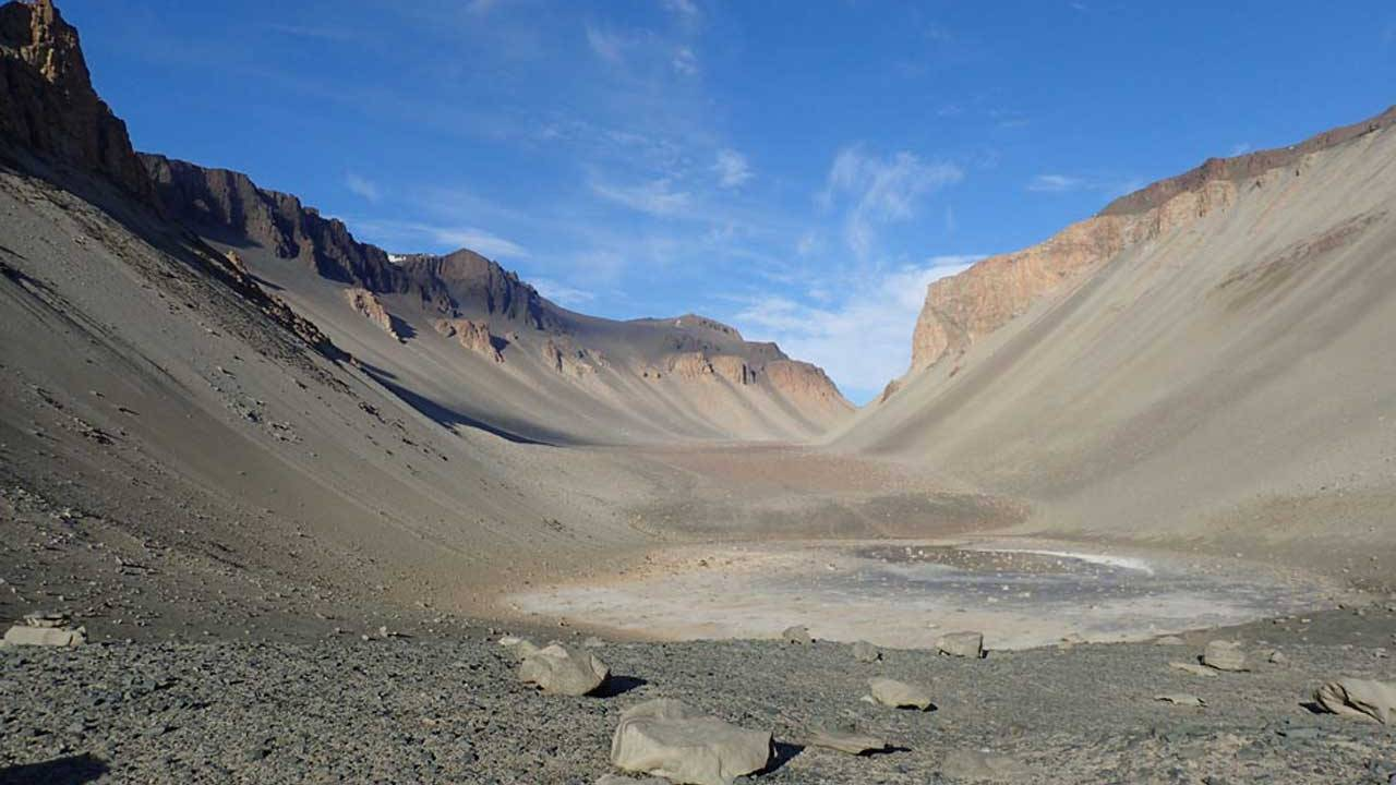 Earth's earliest life was likely in ponds not the ocean