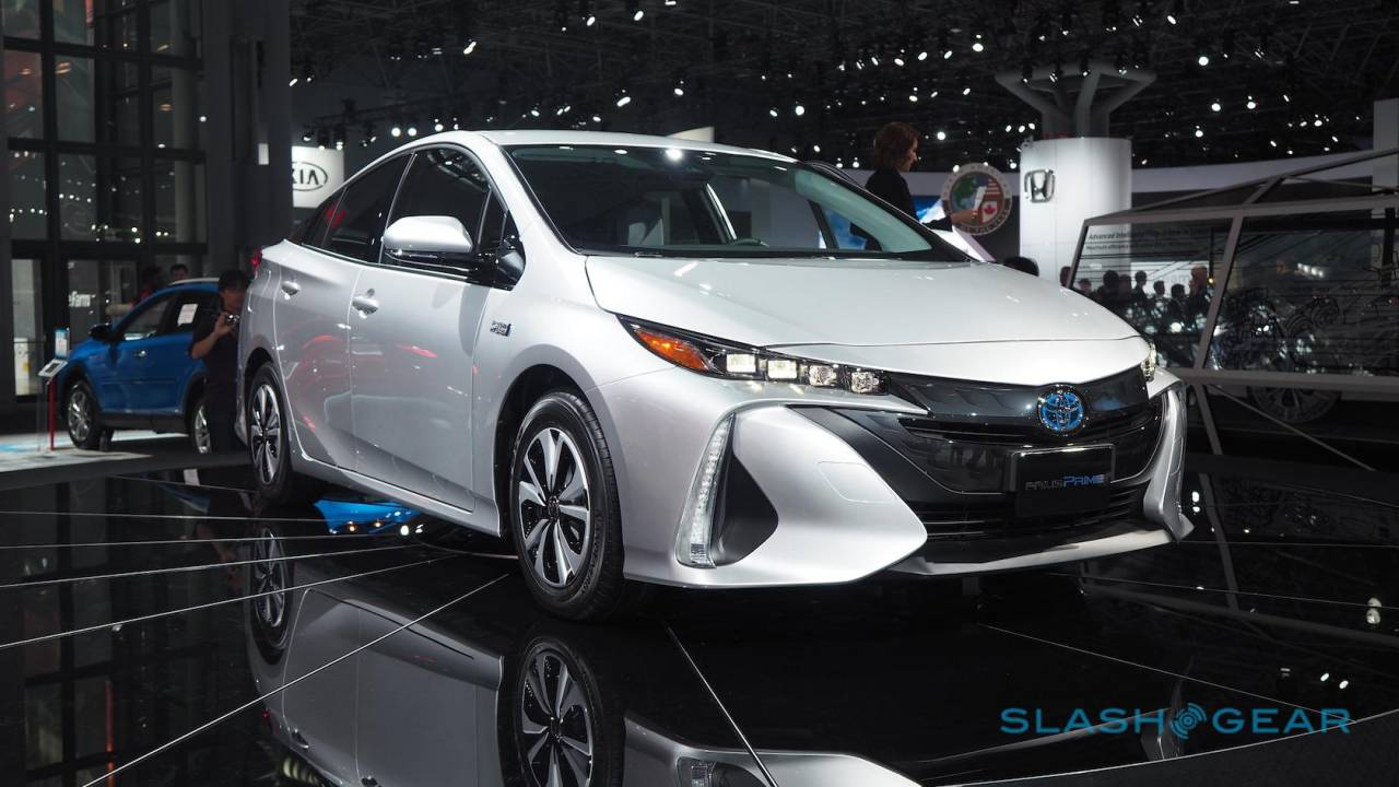 Toyota unlocks 24,000 hybrid car patents to help rivals