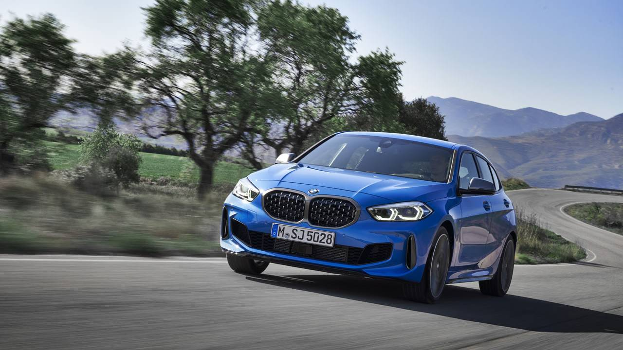 BMW 1 Series unveiled with front-wheel-drive