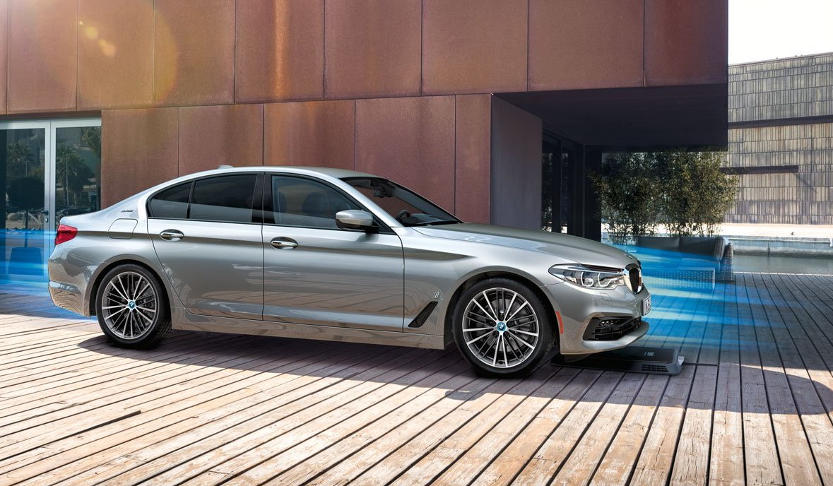 BMW 530e wireless electric car charging lands in US