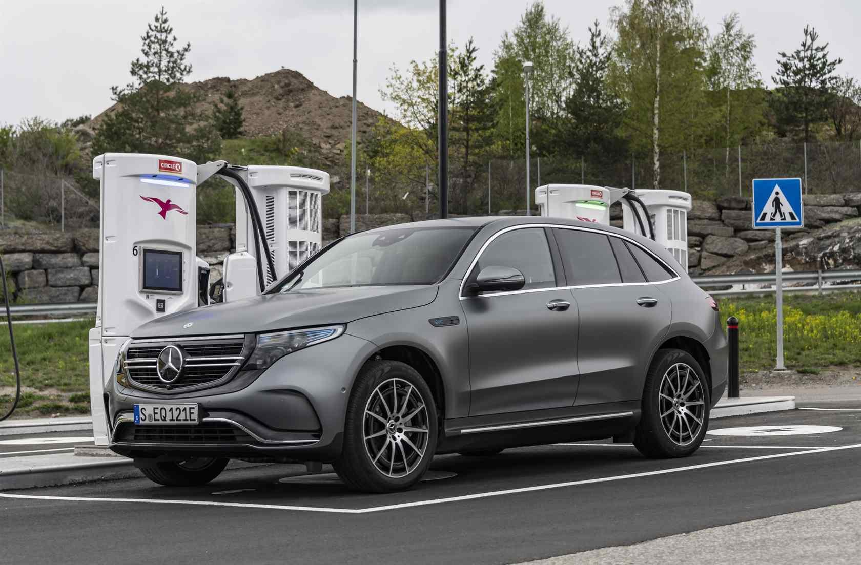 2020 Mercedes Benz Eqc Suv First Drive Luxury Ev In Motion Slashgear