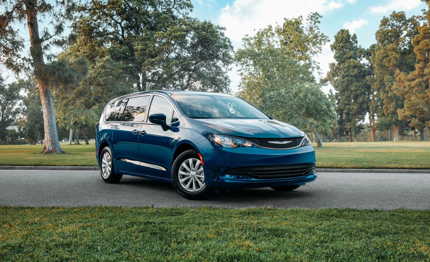2020 Chrysler Voyager is a budget minivan with Pacifica ...
