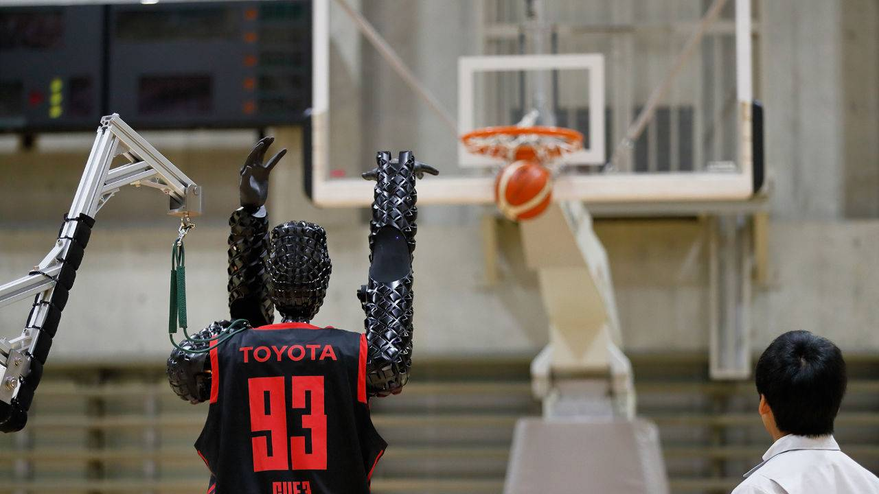 Toyota basketball robot sets world record with 2,020 free throws