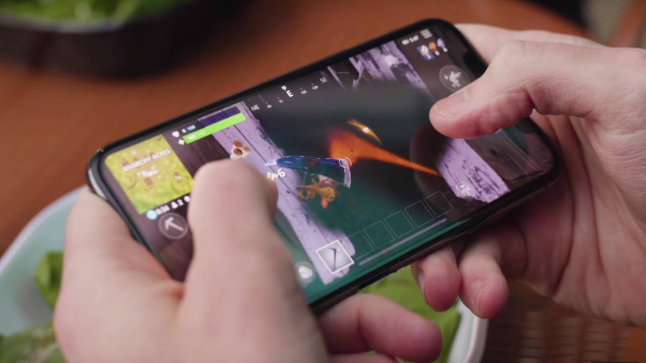 Here's how to get around the Fortnite 'update stuck' bug on iOS