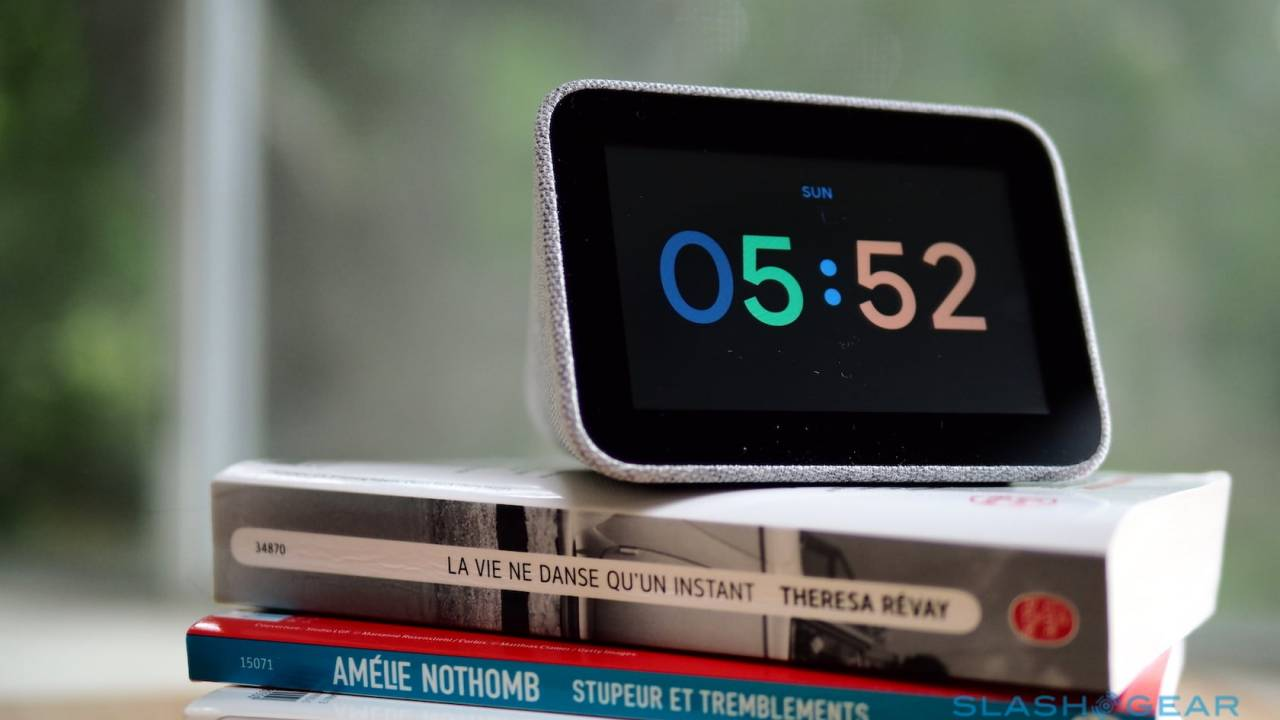 Lenovo Smart Clock Review: Google Assistant for the bedroom