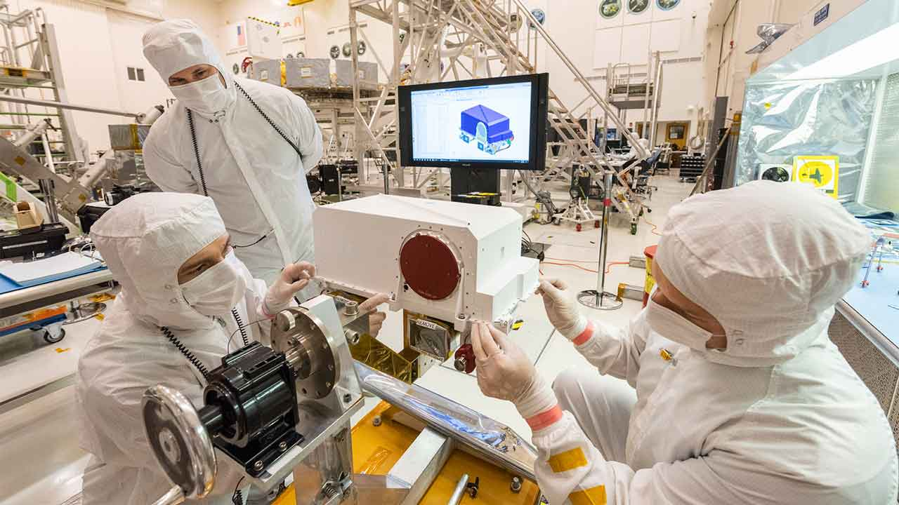 Mars 2020 rover Mastcam-Z cameras installed