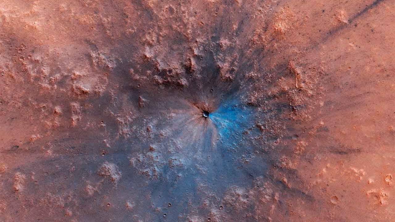 MRO spies a fresh Mars meteorite impact crater