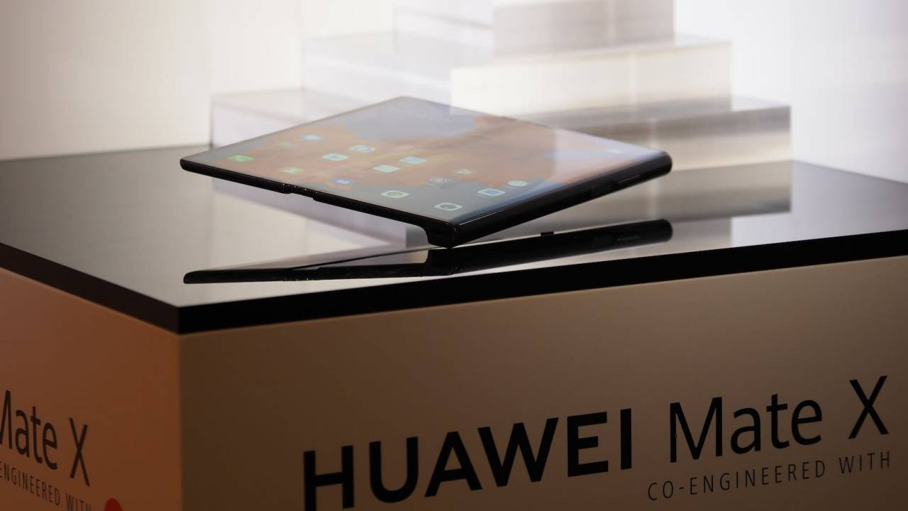 Huawei Mate X foldable phone isn't ready for prime time yet