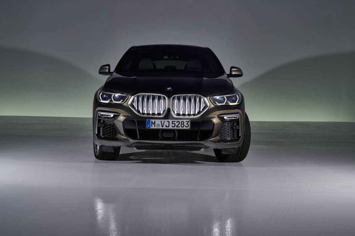 2020 Bmw X6 Adds Power Tech And Bold Light Up Grille Slashgear