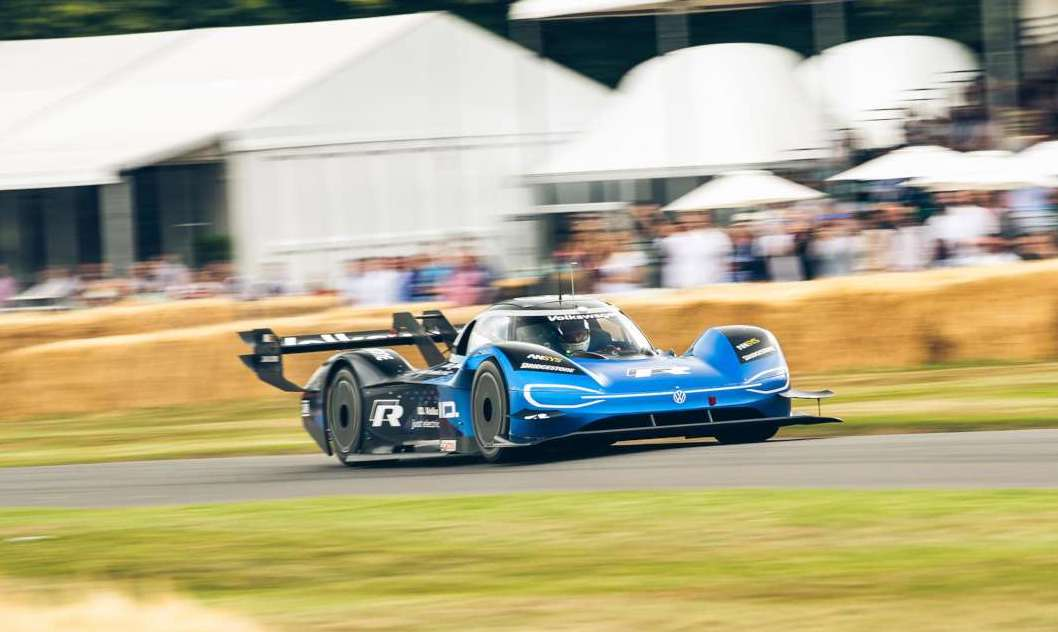 Watch VW's ID.R electric racer smash the Goodwood hillclimb record