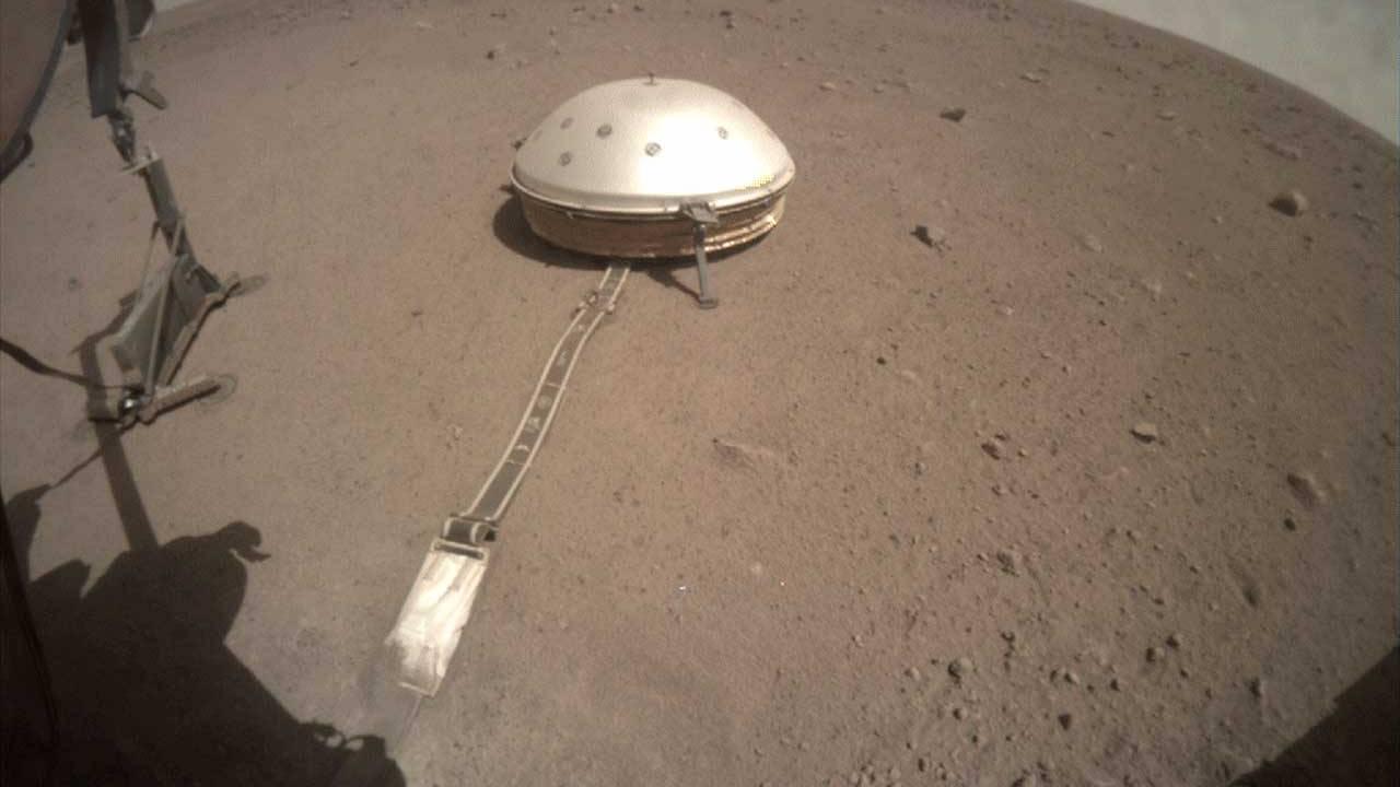 """NASA's InSight uncovers """"mole"""" probe"""