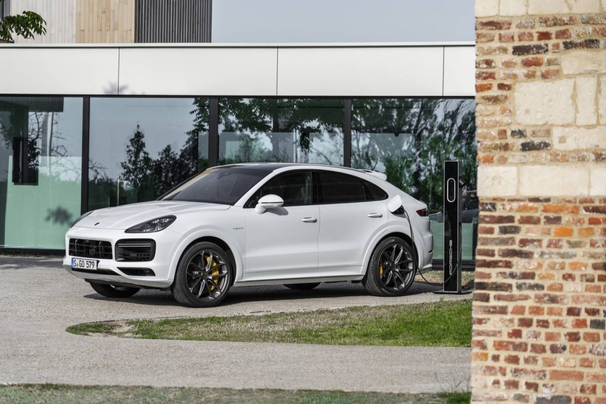 2020 Porsche Cayenne Turbo S E,Hybrid SUV and Coupe promise