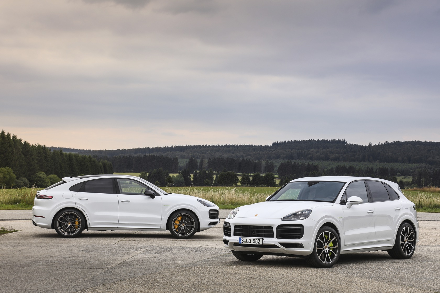 2020 Porsche Cayenne Turbo S E Hybrid Suv And Coupe Promise 670hp Slashgear