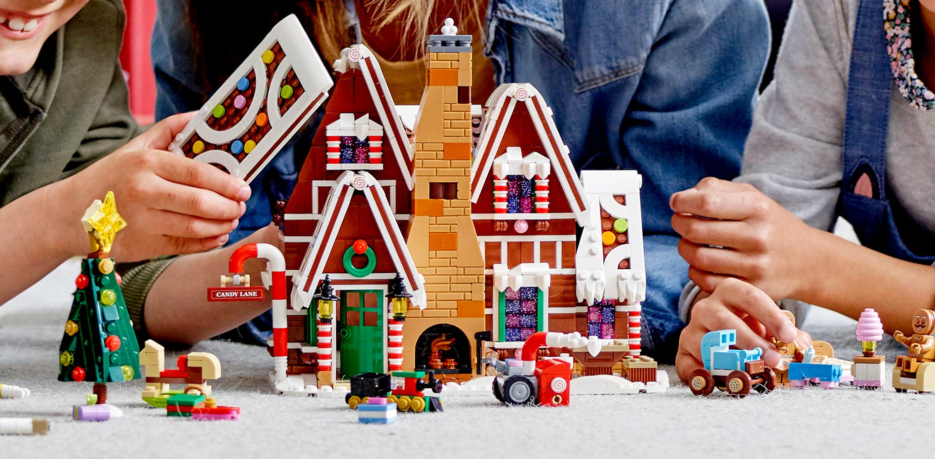 Lego Christmas Set 2019.Lego Creator Expert Gingerbread House Has Another Toilet