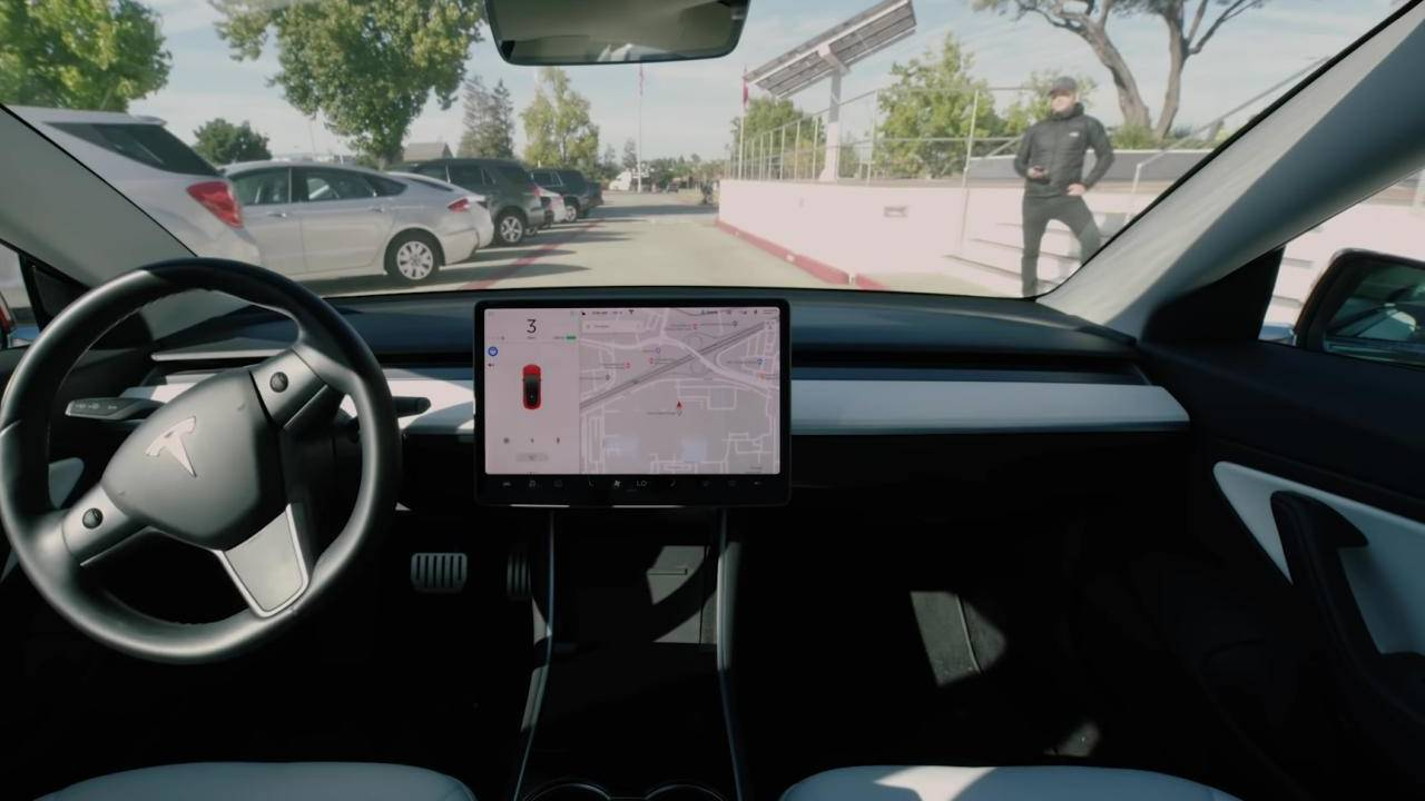 Tesla Smart Summon unreliable and error-prone according to Consumer Reports