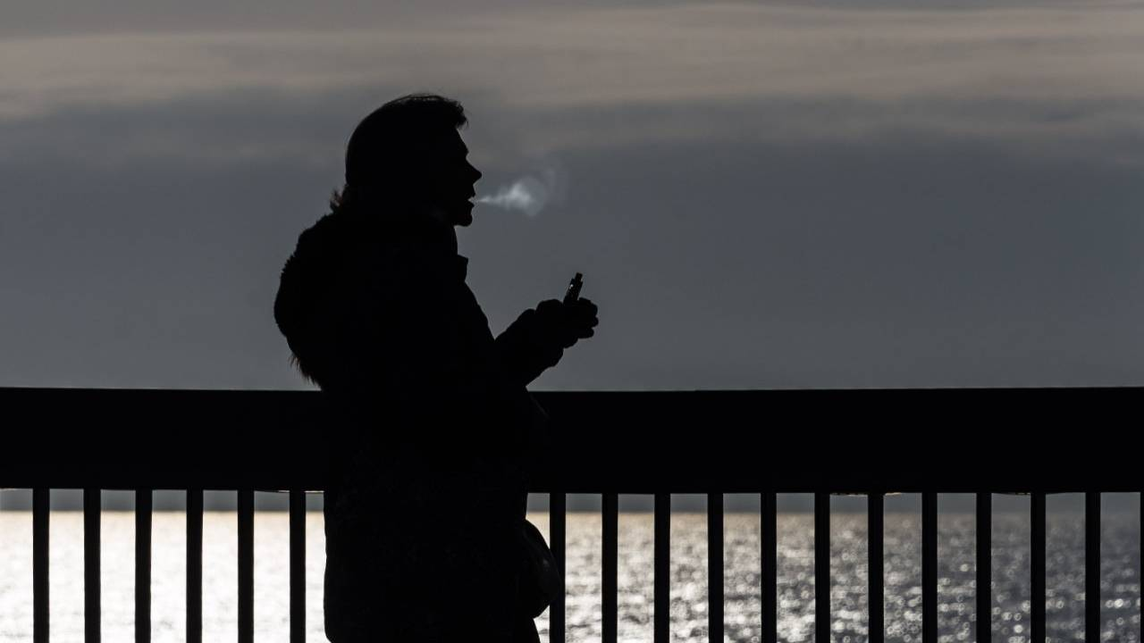 CDC's latest vaping update: More than two dozen deaths, 1,200 cases