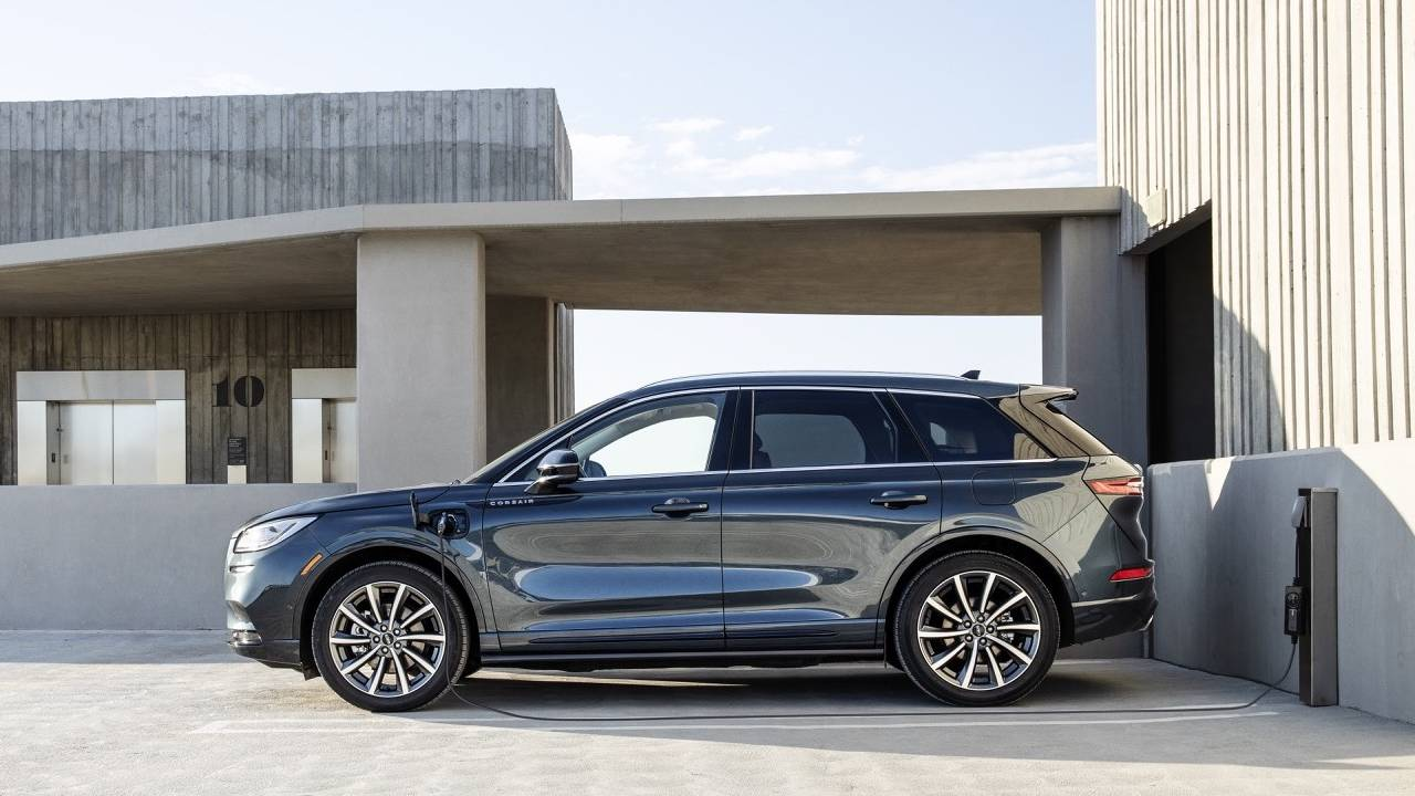 2021 Lincoln Corsair Grand Touring hybrid SUV gets 25 miles of EV range