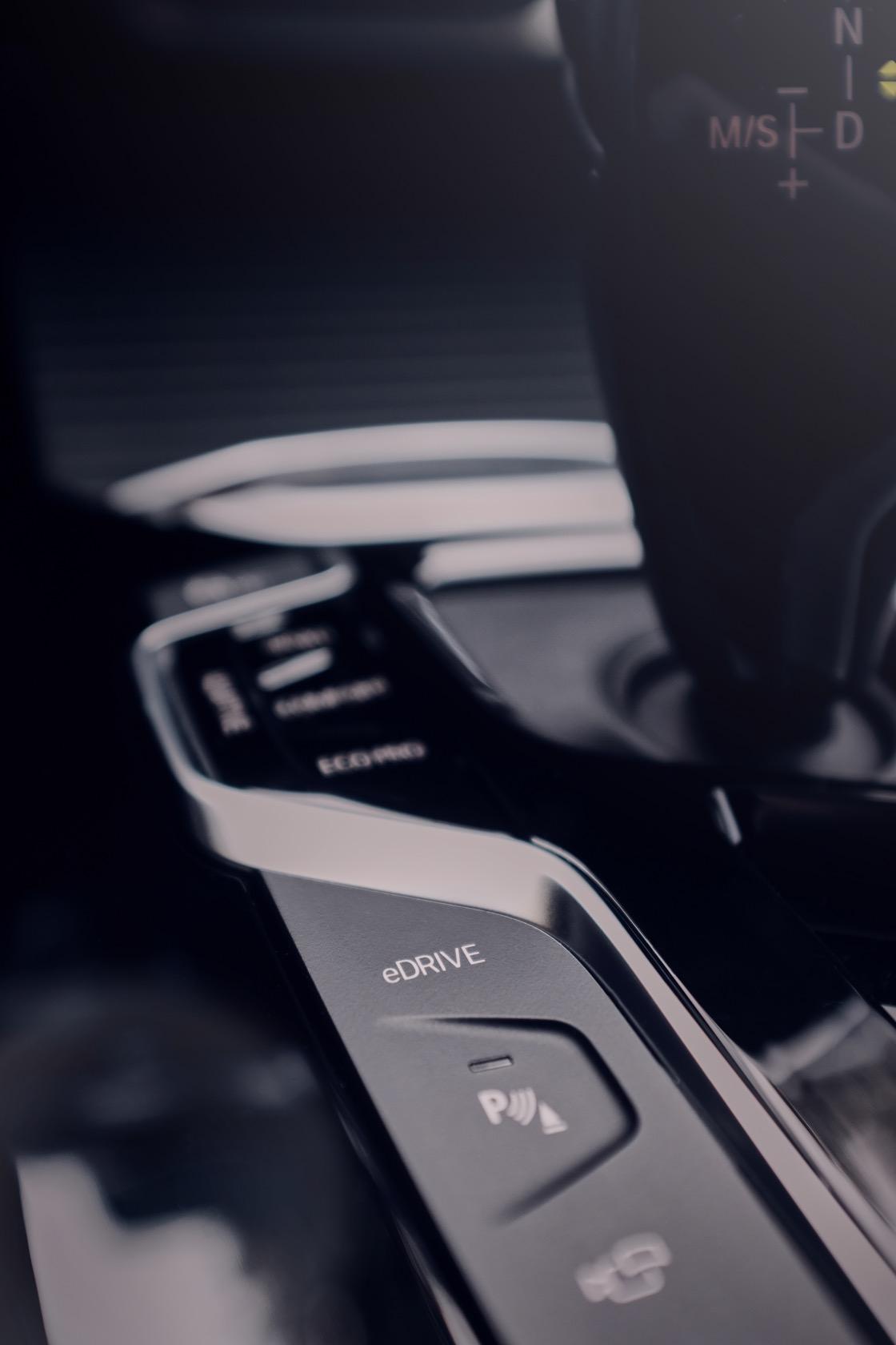 Bmw X3 Xdrive30e Is A Plug In Hybrid Suv Made In America Slashgear