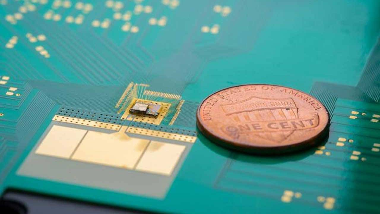 Researchers create new power-saving chip for waking up small wireless devices