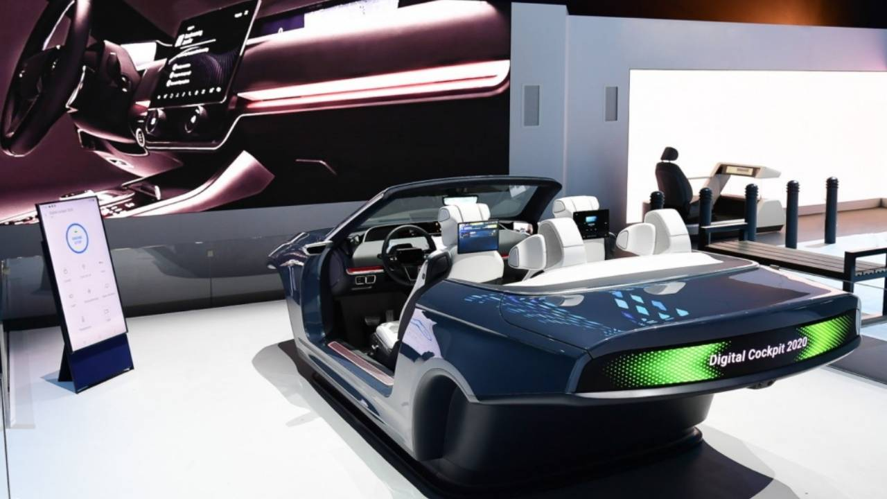 Samsung Digital Cockpit 2020 mashes up 8 displays, 5G, Bixby, and DeX