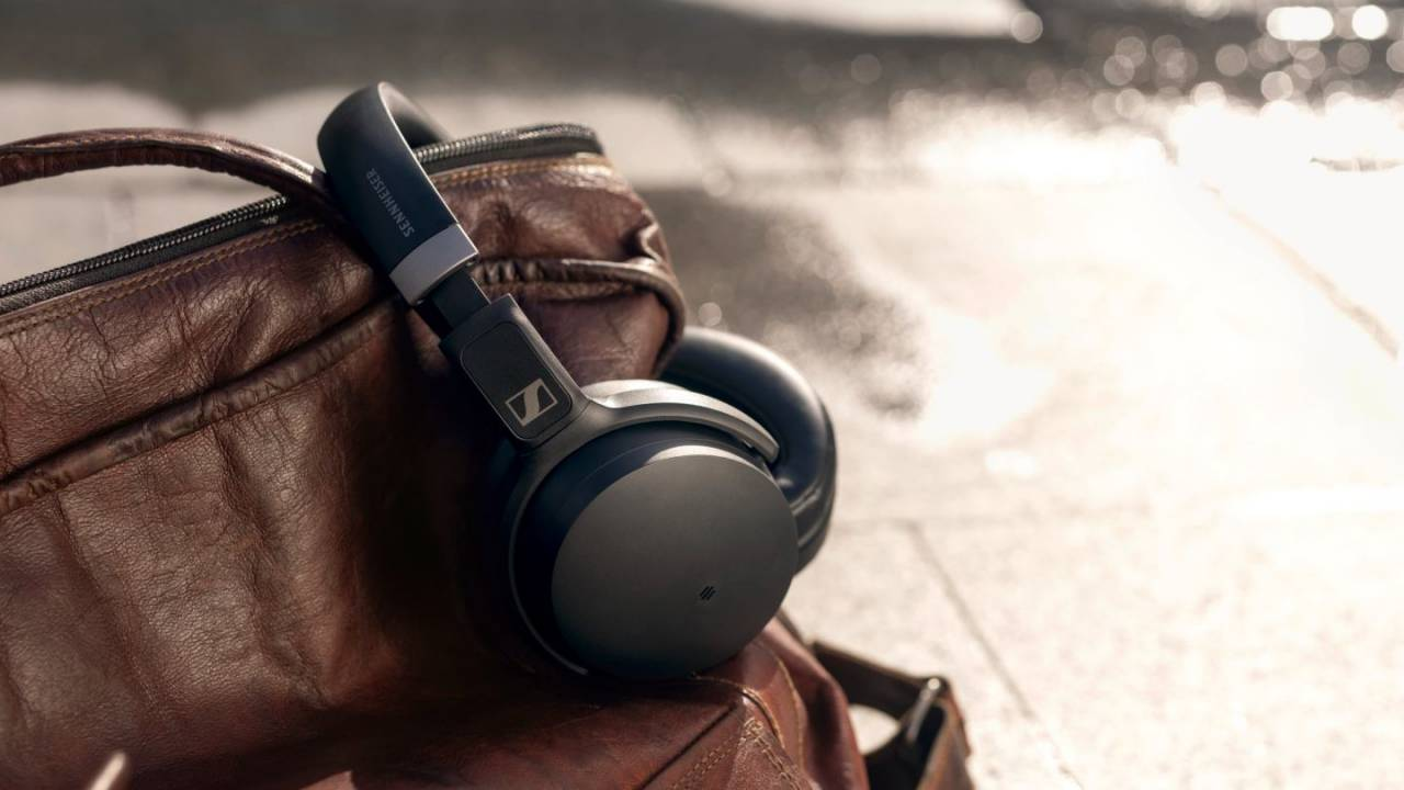 Sennheiser HD 450BT and 350BT headphones boast 30hr battery life