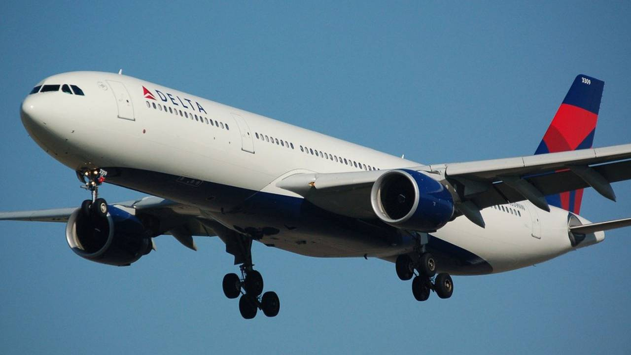 Delta will spend $1 billion to become the first carbon neutral airline