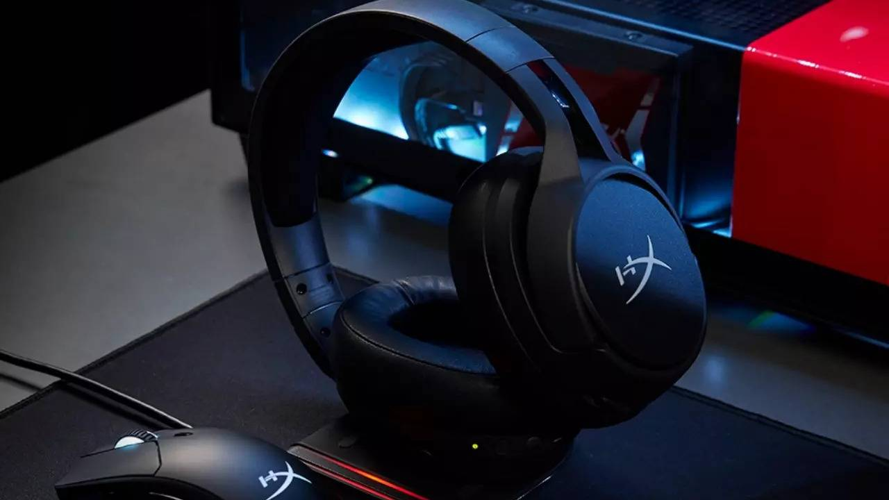 HyperX Cloud Flight S wireless headset also charges wirelessly