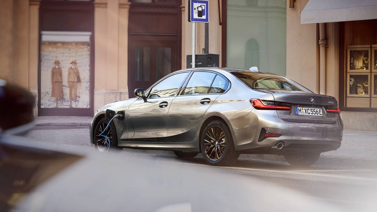 2021 BMW 330e Gallery