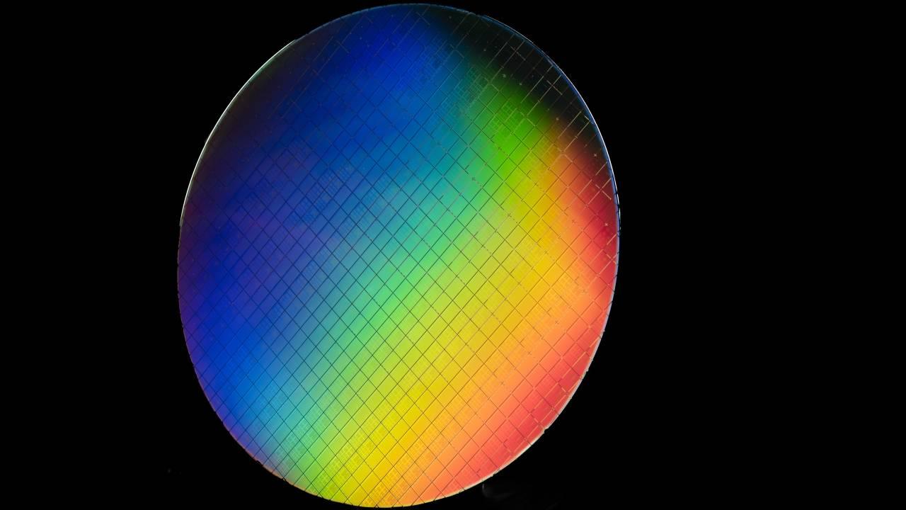 "Intel ""hot"" qubits could literally heat up quantum computing"