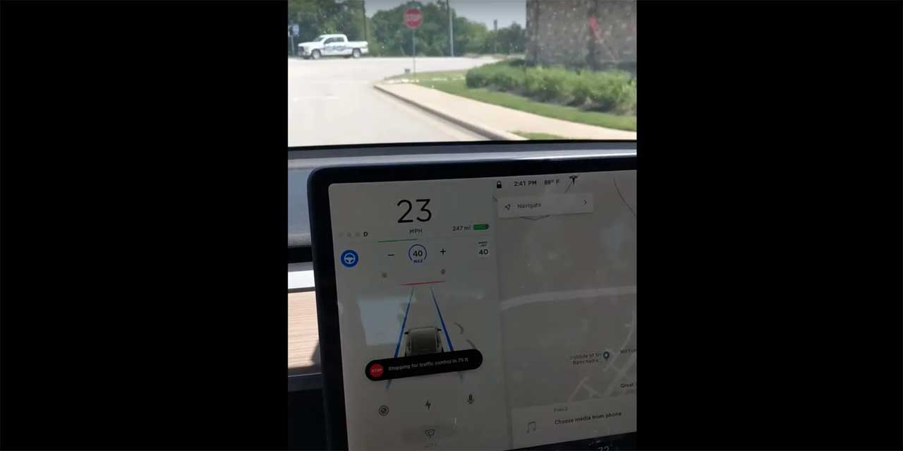 Tesla begins rolling out Traffic Light and Stop Sign Control feature