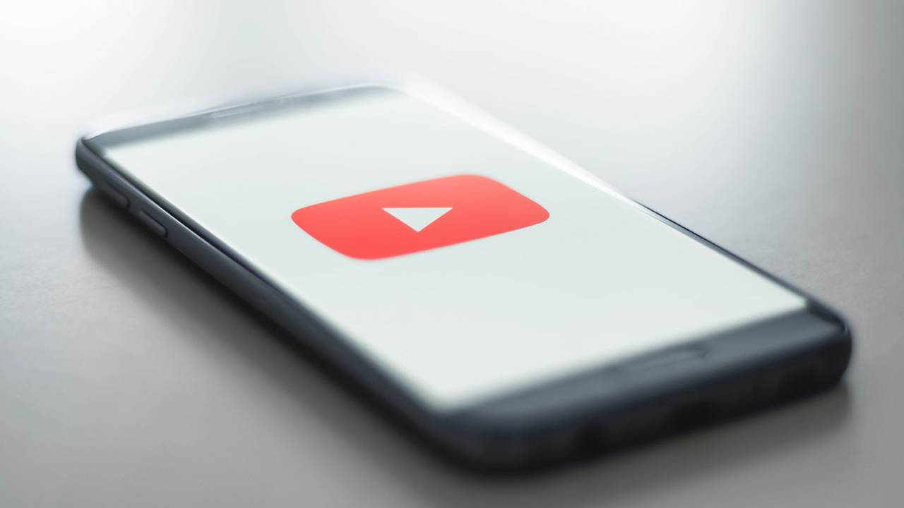 YouTube brings fact-checking panels to US to combat COVID-19 misinformation