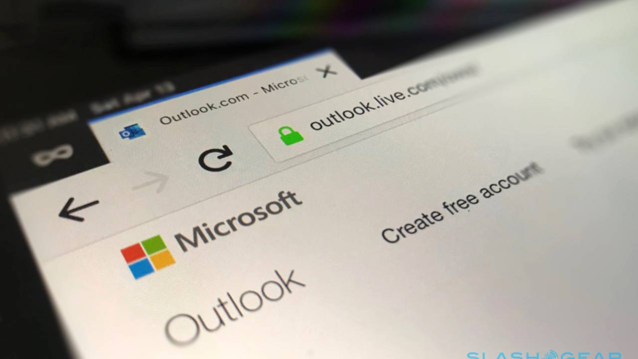 Outlook is getting Gmail-style text predictions and email scheduling