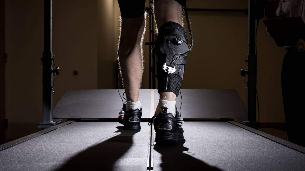 Harvard researchers create a soft exosuit that helps stroke victims walk
