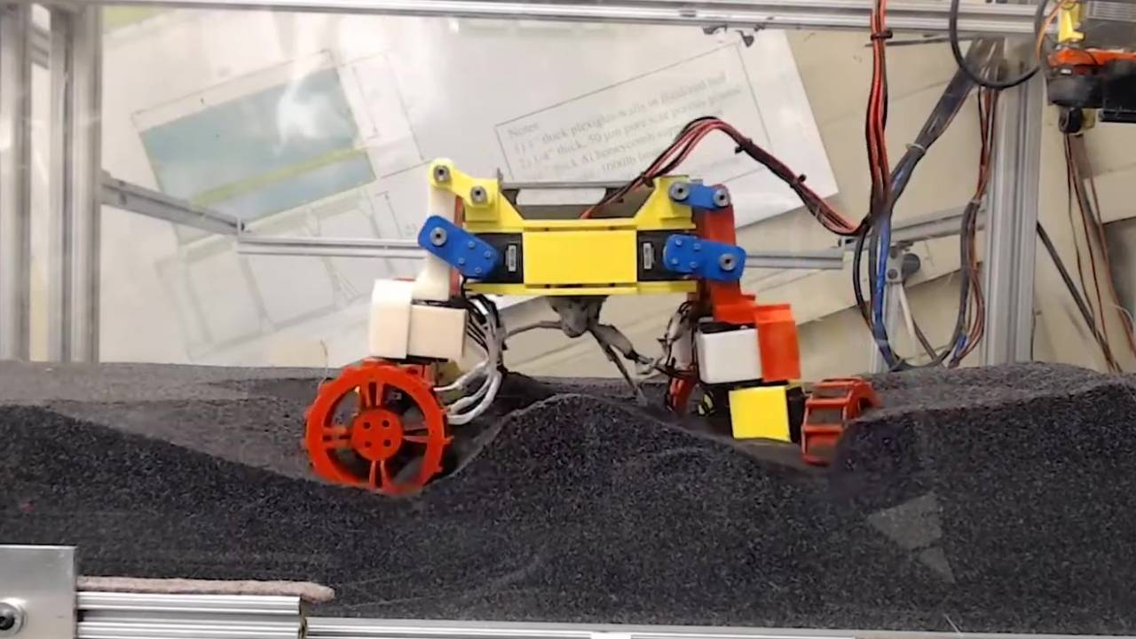 Mini Rover lifts and wiggles its wheels to walk over sandy lunar hills