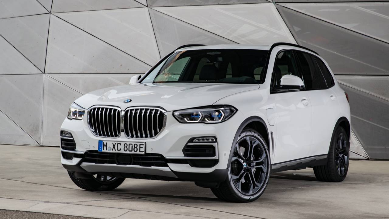 2021 BMW X5 xDrive45e hybrid SUV gets torque, range and tech bumps