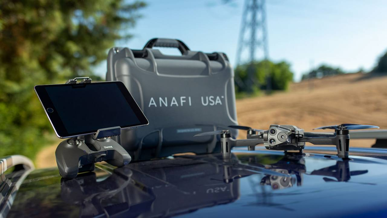 Parrot ANAFI USA rugged drone packs 32x zoom and thermal camera