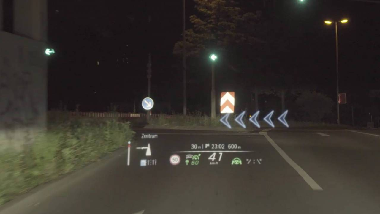 Watch the 2021 Mercedes-Benz S-Class' augmented reality HUD in action