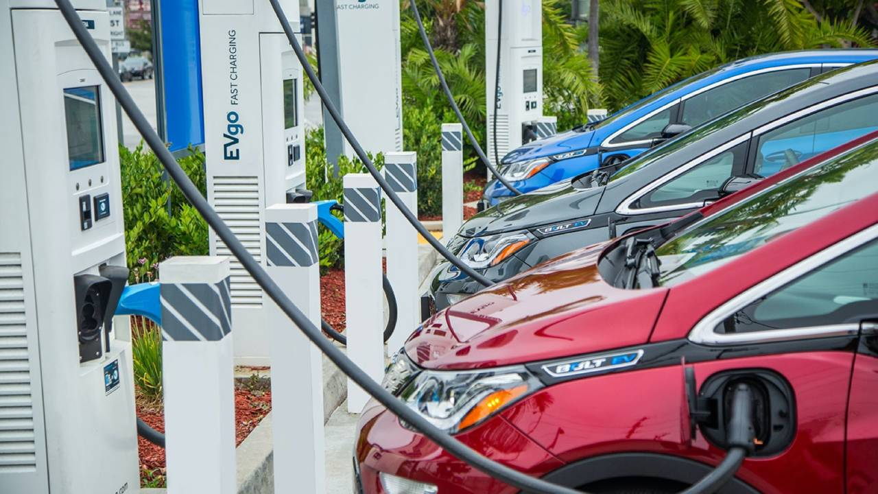 GM and EVgo plan 2,700 new fast chargers to make EVs more practical