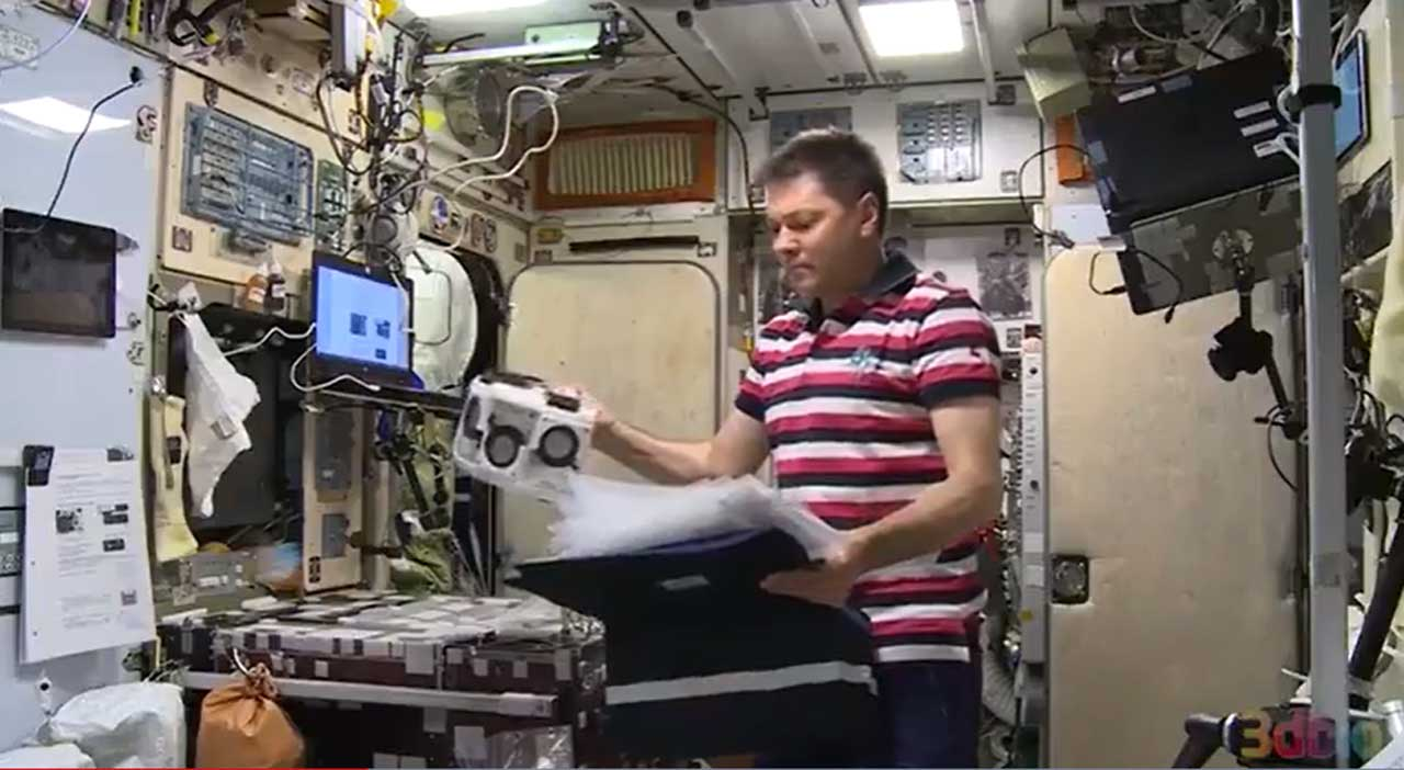 Cosmonaut aboard the ISS 3D prints human tissue for the first time