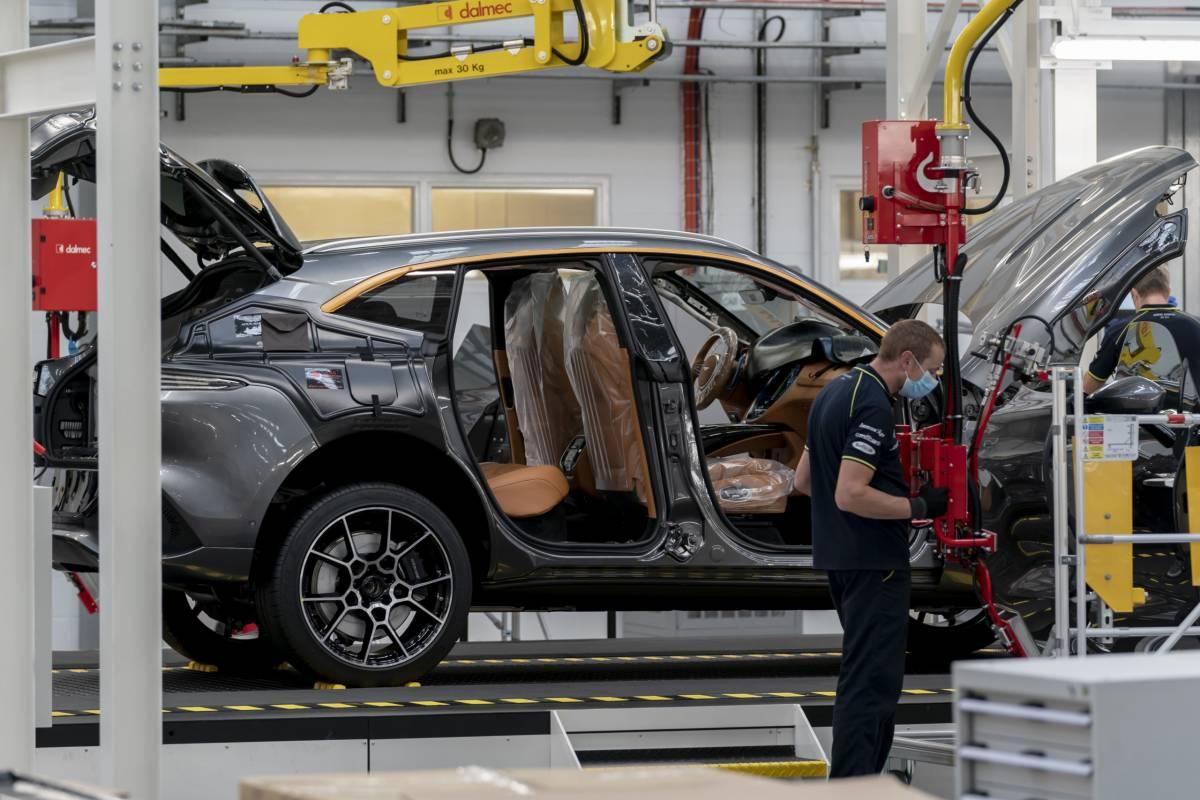 2021 Aston Martin Dbx Production Is Finally Underway Slashgear