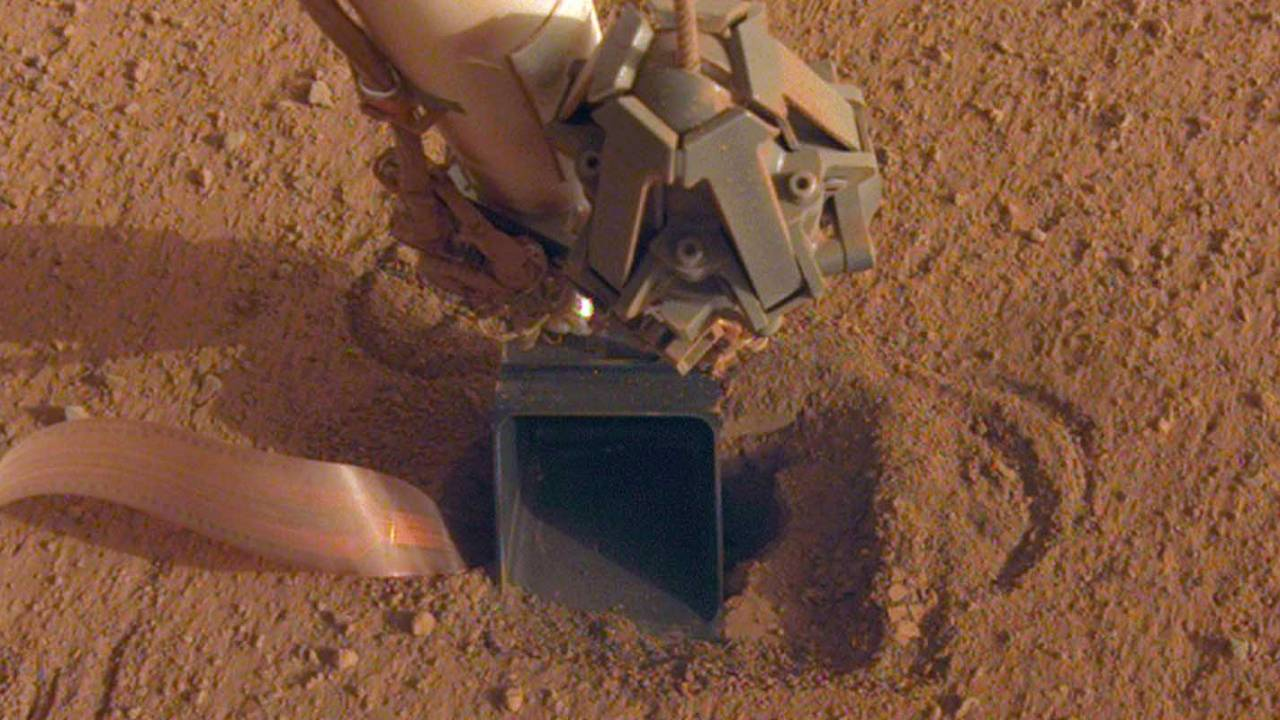 NASA's Mars InSight scoop workaround video raises hope for mole success