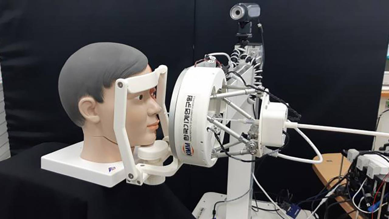 Scientists create special nose-swabbing robot to test for COVID-19