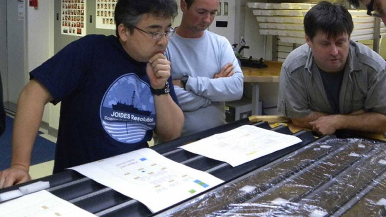 100 million-year-old deep-sea microbes awake from their slumber