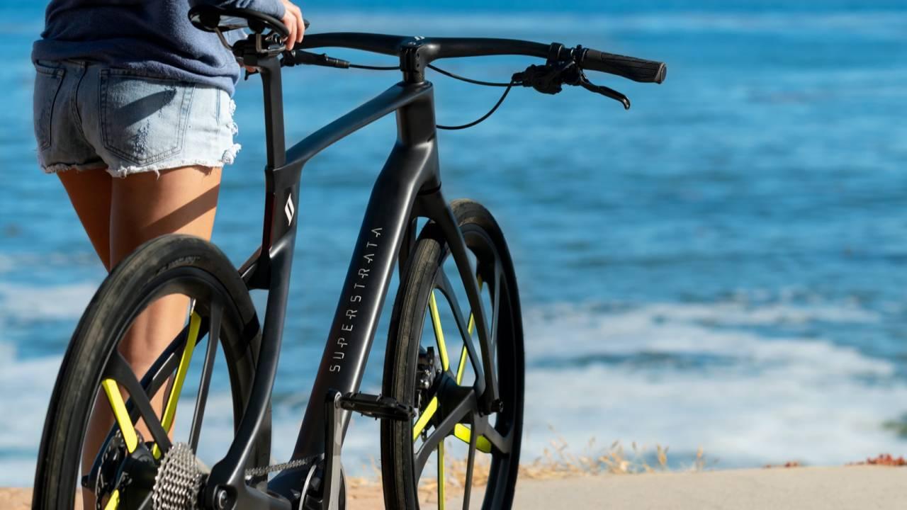 Superstrata Ion e-bike uses 3D printed carbon fiber for custom sizing
