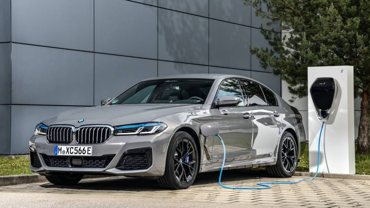 2021 BMW 545e xDrive gives new 5 Series a flagship plug-in hybrid