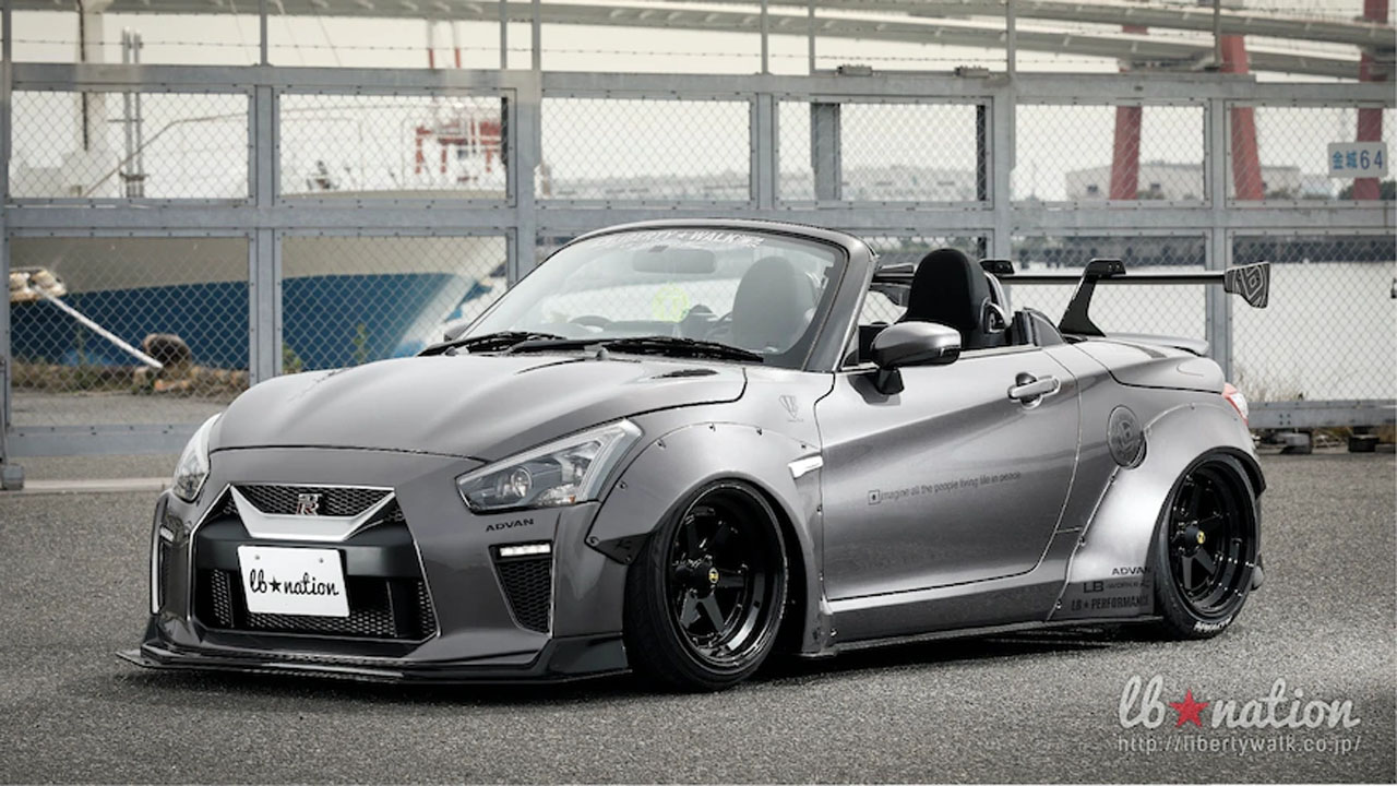Daihatsu Copen roadster dresses up like a Nissan GT-R