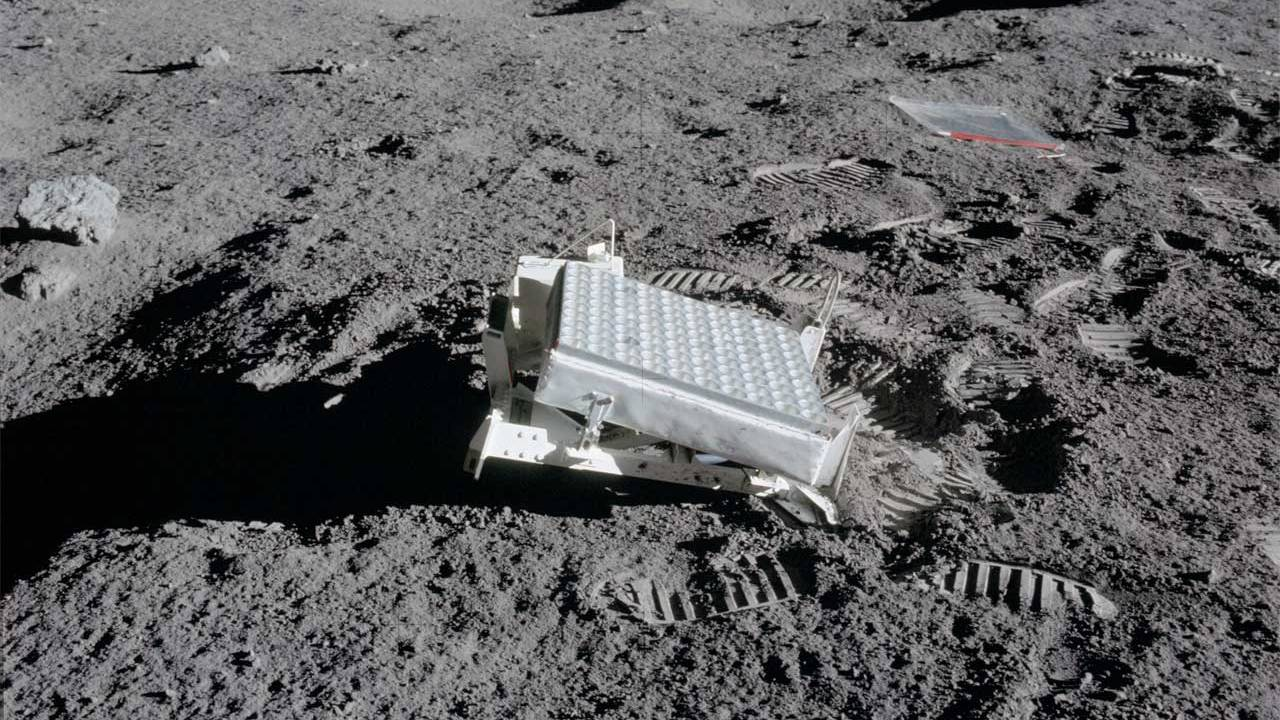 Scientists successfully reflect a laser beam between the Earth and LRO orbiting the Moon